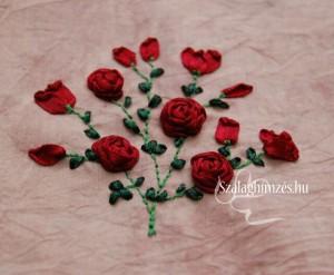 Fűzött szalagrózsákkal készült szalaghímzett rózsabokor