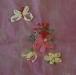 Szalaghímzés kőszegen:  virágok, bimbók, levelek és lepke az elkészült szalaghímzett mintákon.